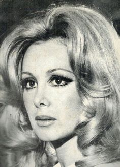 Filiz Akın Turkish Beauty, Retro Hairstyles, Turkish Actors, Actors & Actresses, Vintage Dresses, Mona Lisa, Nostalgia, Perfume