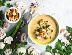 Egy finom Gombakrémleves pirított kenyérkockákkal ebédre vagy vacsorára? Gombakrémleves pirított kenyérkockákkal Receptek a Mindmegette.hu Recept gyűjteményében! Thai Red Curry, Soup, Ethnic Recipes, Soups