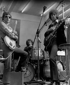 Cream: Eric-3 pickup LP, Jack-single pickup Danelectro, Ginger-Gretsch