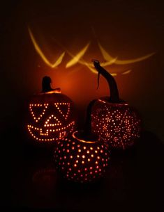 I love Halloween and these Pumpkin Carving ideas are AMAZING! You have to try out these awesome and easy DIY pumpkin carving ideas. All of your trick-or-treaters will LOVE how cool your pumpkins look this year! Fabulous pumpkin decorating for the whole family! #Halloween #PumpkinCarvingIdeas #PumpkinDecorating #Craft #DIY #Pumpkin #Fall #Autumn