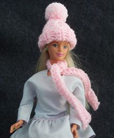 doll hats Crochet hat & scarf pattern for 11 Fashion Doll - Barbie Knitted Dolls, Crochet Dolls, Crochet Hats, Scarf Crochet, Barbie Clothes Patterns, Crochet Barbie Clothes, Cute Crochet, Crochet For Kids, Accessoires Barbie
