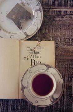 Tea with Edgar. Tea, books and chocolate Coffee Break, Coffee Time, Tea Time, Coffee Cups, Tea Cups, Hot Coffee, Morning Coffee, Momento Cafe, Chocolate Cafe
