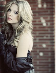 ashley benson, pretty little liars. her hair is always perfect. so pretty