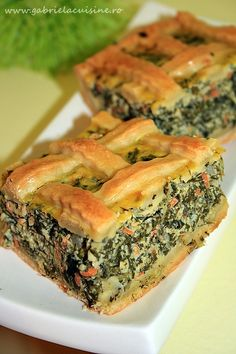 Placinta cu spanac si aluat de casa/ Spinach pie with home made dough - recipes Spinach Pie, Creamed Spinach, Romanian Food, Romanian Recipes, Dough Recipe, Cheddar Cheese, Food And Drink, Cooking Recipes, Vegetarian