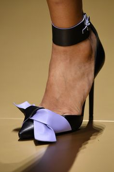 Atelier Versace Fall 2016 Haute Couture #shoes                                                                                                                                                      Más