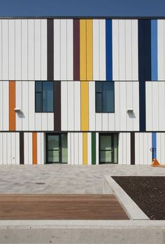 Daniels-Spectrum-facade-detail-photo-provided-by-Diamond-Schmitt-Architects.jpg (518×769)