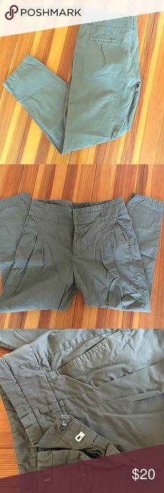 Zara straight leg pant Slight high waist, straight leg clasp close pant. Minimal pleating in the front. Worn once. Zara Pants Straight Leg