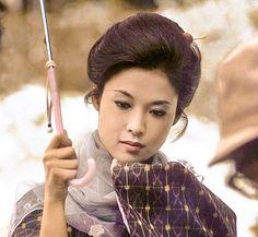 Wakao Ayako (若尾文子) 1933-, Japanese Actress Japanese Icon, Japanese Film, Japanese Beauty, Japanese Culture, Asian Beauty, Japanese Style, Summer Waves, Ancient Beauty, Japan Girl