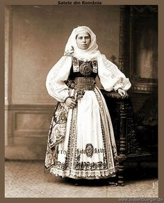 Hermannstädter Bäuerin Folklore, Folk Embroidery, Folk Costume, Central Asia, Traditional Dresses, Dress Skirt, Bride, Clothes, Middle East