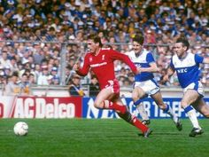 Liverpool v Everton at Wembley in the 1986 FA Cup final.  Liverpool's Kenny Dalglish outpaces Everton's Paul Bracewell and Peter Reid
