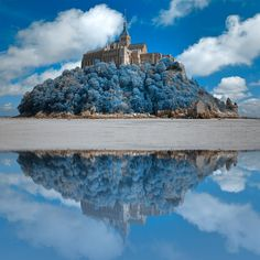 Wintry Blue Reflections Of Mont Saint-michel - OGQ Backgrounds HD