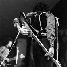 Jimi Hendrix - behind the back tone