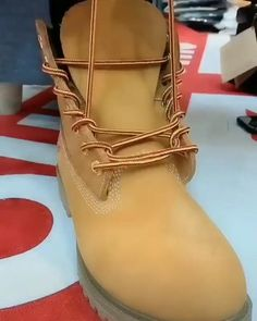 Diy Fashion Shoes, Diy Fashion Hacks, Mens Fashion, Fashion Tips, Ways To Lace Shoes, How To Tie Shoes, Diy Clothes And Shoes, Jugend Mode Outfits, Tie Shoelaces