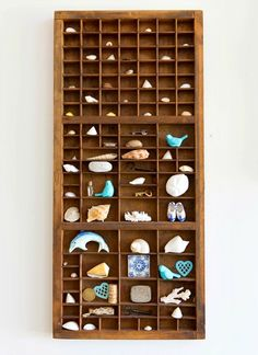 Vintage Display Tray for precious Shells and other little Things: http://beachblissliving.com/beach-vintage-style-home/