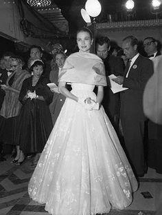 Grace con un abito di Helen Rose agli Academy Awards nel 1956.