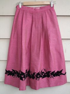 Vintage Houndtooth Wool/Silk Skirt XS Pleated with Black Velvet Beaded Applique. $35.