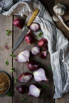 Red Onion Jam (+ Mushrooms on Toast) Onion Recipes, Chutney Recipes, Jam Recipes, Raw Food Recipes, Vegetables Photography, Flat Lay Photography, Food Photography Styling, Food Styling, Red Onion Jam