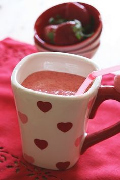 Healthy Valentine's Recipe: Strawberry Kefir Smoothie - Ingredients, Inc. Smoothie Drinks, Fruit Smoothies, Healthy Smoothies, Smoothie Recipes, Strawberry Smoothie, Sherbet Recipes, Strawberry Recipes, Top 10 Healthy Foods, Healthy Recipes