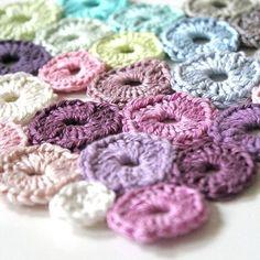 SnapWidget | Anleitung : einen Coaster aus Miniresten häkeln .... Sammellust kann praktisch sein  diy : crochet a coaster with mini wool leftovers #coaster #crochet #häkeln #häkeldeckchen #untersetzer