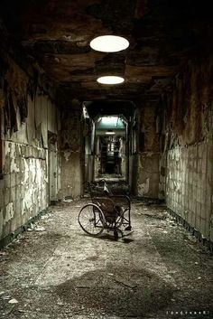 Abandoned mental asylum from the early Creepy. Abandoned asylums still dot our nation. Abandoned Asylums, Abandoned Buildings, Abandoned Places In The Uk, Abandoned Vehicles, Abandoned Cars, Spooky Places, Haunted Places, Abandoned Hospital, Ghost Towns