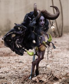 "♡@goddessbonbon ""Illidan stormrage #wow #worldofwarcraft #illidan #illidanstormrage #repaint #custom #돌스타그램 #몬하돌 #리페인팅 #몬스터하이 #몬스터하이돌 #monsterhighrepaint #doll…"""