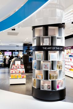 Gift tower | Agencement boutiques aéroport | Mobilier central