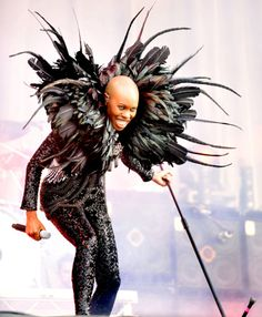 awesome avant garde rock chick fashion for performance feather collar jacket Skin from Skunk Anansi. Pirate Halloween Costumes, Couple Halloween Costumes For Adults, Costumes For Women, Woman Costumes, Couple Costumes, Adult Costumes, Skunk Anansie, Girl Group Costumes, Goddess Costume