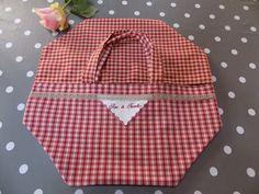 """Sac à tarte campagne en coton à carreaux rouge/écru/beige et broderie """"sac à tarte"""" et dentelle de lin : Autres sacs par rouge-lin-et-bois"""