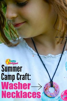 This painted washer necklace is fun and easy for kids of all ages to make. Great for craft camp, home, daycare, or to do as an activity at an art-themed birthday party! - Happy Hooligans #HappyHooligans #KidsArt #KidsCrafts #CampCrafts #HomemadeJewelry #KidMade #SplatterPaint #CraftForKids #ArtForKids #SummerCrafts