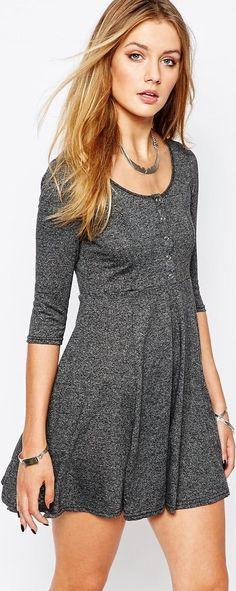 Vestido de algodón gris, corto acampanado con botones,  manga larga, asos, amazon colección otoño/invierno 2015 - Stileo.es