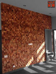 Nativo Redwood. Revestimiento  Muro Mosaicwood de tacos de roble rústico con espesor variable.  www.facebook.com/nativoredwood www.pinterest.com/nativoredwood