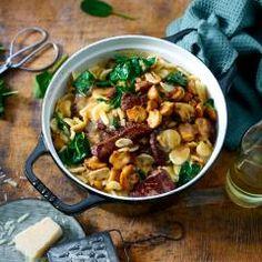 Einfach praktisch und dazu noch superlecker: Dieses Nudelgericht mit Rinderfiletspitzen und Spinat wird in einem Topf gekocht! Wir sind uns sicher: Es wird kein Bissen übrigbleiben, so gut ist diese One Pot Pasta.