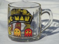80s vintage Pac Man mug, retro Libbey glass coffee cup dated 1982