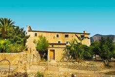Fincas Mallorca - Immobilien Nova - Ref. 41918  Herrliches Finca mit einem großartigen Blick auf das Dorf und die Berge, Alaro, Mallorca. Die charmante Naturstein-Finca verfügt über ca. 220.193 m² Land. Die bebaute Fläche beträgt ca. 1012 m², ausgestattet mit 6 Schlafzimmern und 6 Bäder.   http://www.inmonova.com/de/property/id/517822-fincas-mallorca
