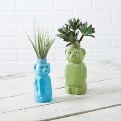 This project is a great way to recycle honey bear jars. Simply paint the inside of the jars and ...