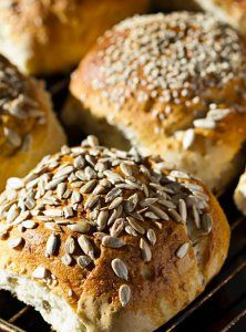Luftige boller (glutenfri og laktosefri) Gluten Free Buns, Lactose Free Recipes, Fodmap Recipes, Gluten Free Baking, Paleo, Food Crush, Bread Bun, Anti Inflammatory Recipes, Happy Foods