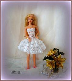 Blog o Barbie Fashionistas firmy Mattel, próbach tworzenia dla nich ubrań oraz o sztuce fotografii: Sukieneczka w dwóch wersjach