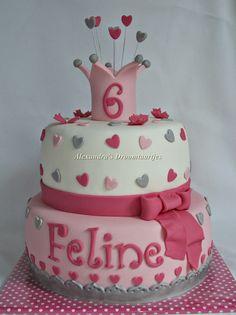 girls cake with crown. Meisjes taart kroontje hartjes