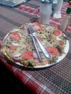 Пицца и хот манго в Гокио. Горячий юппи просто находка.   С трека к Базовому лагерю Эвереста http://hikeup.net/trekk/7/