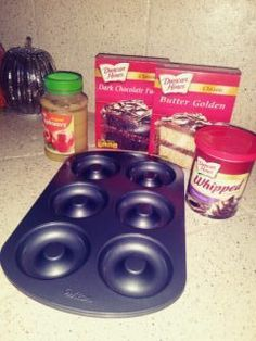 Great donuts made the easy way from a boxed cake mix! Donut Pan Recipe, Baked Donut Recipes, Baked Doughnuts, Cake Mix Donuts Recipe, Recipes Using Cake Mix, Homemade Donuts, Homemade Breads, Haitian Food Recipes, Delicious Donuts