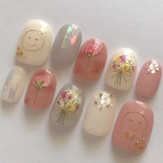 Nail art Christmas - the festive spirit on the nails. Over 70 creative ideas and tutorials - My Nails Hair And Nails, My Nails, Kawaii Nail Art, Korean Nails, Japanese Nail Art, Nail Designs Spring, Bridal Nails, Christmas Nail Art, Nail Decorations