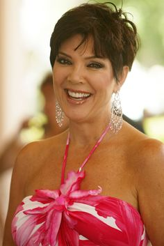 Another short hair cut for Kris Jenner. (only in blonde) Short Sassy Hair, Short Hair Cuts, Short Hair Styles, Pixie Cuts, Chris Jenner Haircut, Kris Jenner Style, Cute Haircuts, Corte Y Color, Lisa