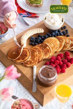 Valmista gluteenittomat amerikkalaiset pannukakut käden käänteessä! Tämä helppo resepti saa hymyn huulille jo aamupalalla! Chocolate Fondue, Allrecipes, Sweet Recipes, Gluten Free, Desserts, Food, Glutenfree, Tailgate Desserts, Deserts