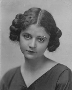 Vintage photo of a lovely young lady with her hair braided and pinned on each side of her head. Vintage Photographs, Vintage Photos, 1920s Photos, Pose Portrait, Retro Updo, 1920s Hair, Retro Hairstyles, Wedding Hairstyles, Vintage Beauty