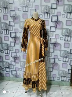 Batik Fashion, Abaya Fashion, Muslim Fashion, Indian Fashion Dresses, Fashion Outfits, Long Dress Design, Kurti Designs Party Wear, Designs For Dresses, Batik Dress
