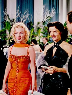 "Marilyn Monroe and Jane Russell in ""Gentlemen Prefer Blondes"", 1953 Hollywood Icons, Hollywood Hills, Golden Age Of Hollywood, Vintage Hollywood, Hollywood Stars, Hollywood Actresses, Classic Hollywood, Old Hollywood Glamour Dresses, Hollywood Fashion"