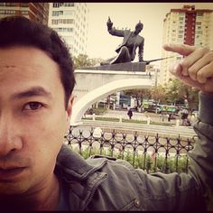 "Estatua ""Hung up"" #madonna - @viniciusyamada   Webstagram"