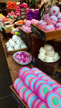 ⋇⊶⋆⨀⋆⊷⋇ ↣LUSH↢ ➵Bath Bombs➵Granny takes a dip➳Bubbles➳Cosmetics➳Colours➵Fun