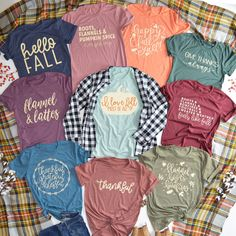 It& beginning to look a lot like fall colors, fashion and lattes! Love these fall inspired graphic t-shirts. T Shirt Women, Pijamas Women, Fall Outfits, Cute Outfits, Autumn T Shirts, Oufits Casual, Casual Outfits, Vinyl Shirts, Personalized T Shirts