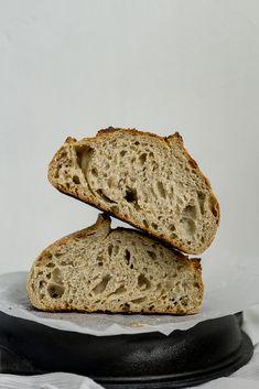 Receta de pan de masa madre con semillas de ajonjolí | Estudio Masa Madre Pan Integral, Bread, Food, Recipes, Sourdough Bread, Crusts, Artisan Bread, Bread Recipes, Breads